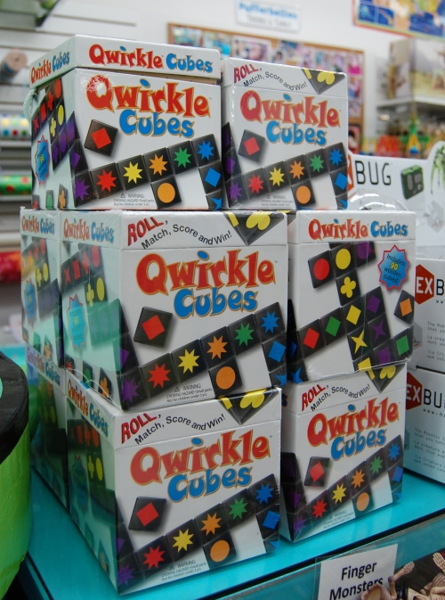 The addictively fun Qwirkle Cubes game