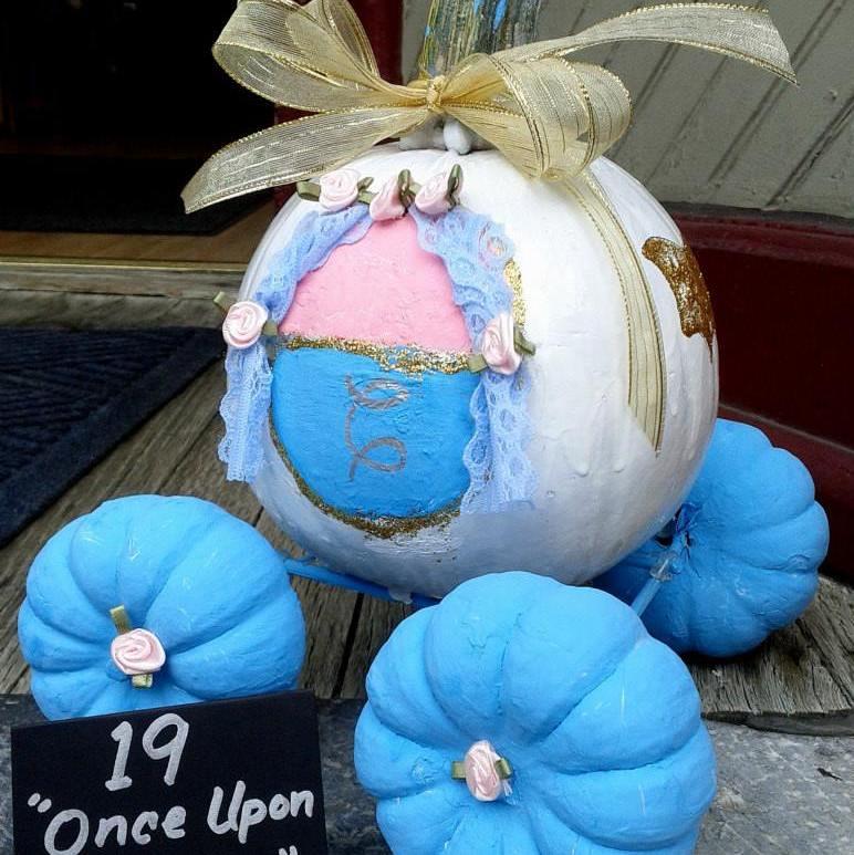 2013 winner of the Pufferbellies Painted Pumpkin Contest
